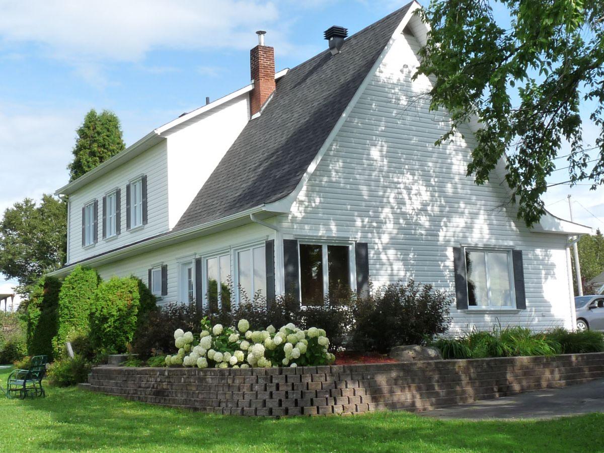 Charmante maison de campagne à louer au Lac Saint-Jean